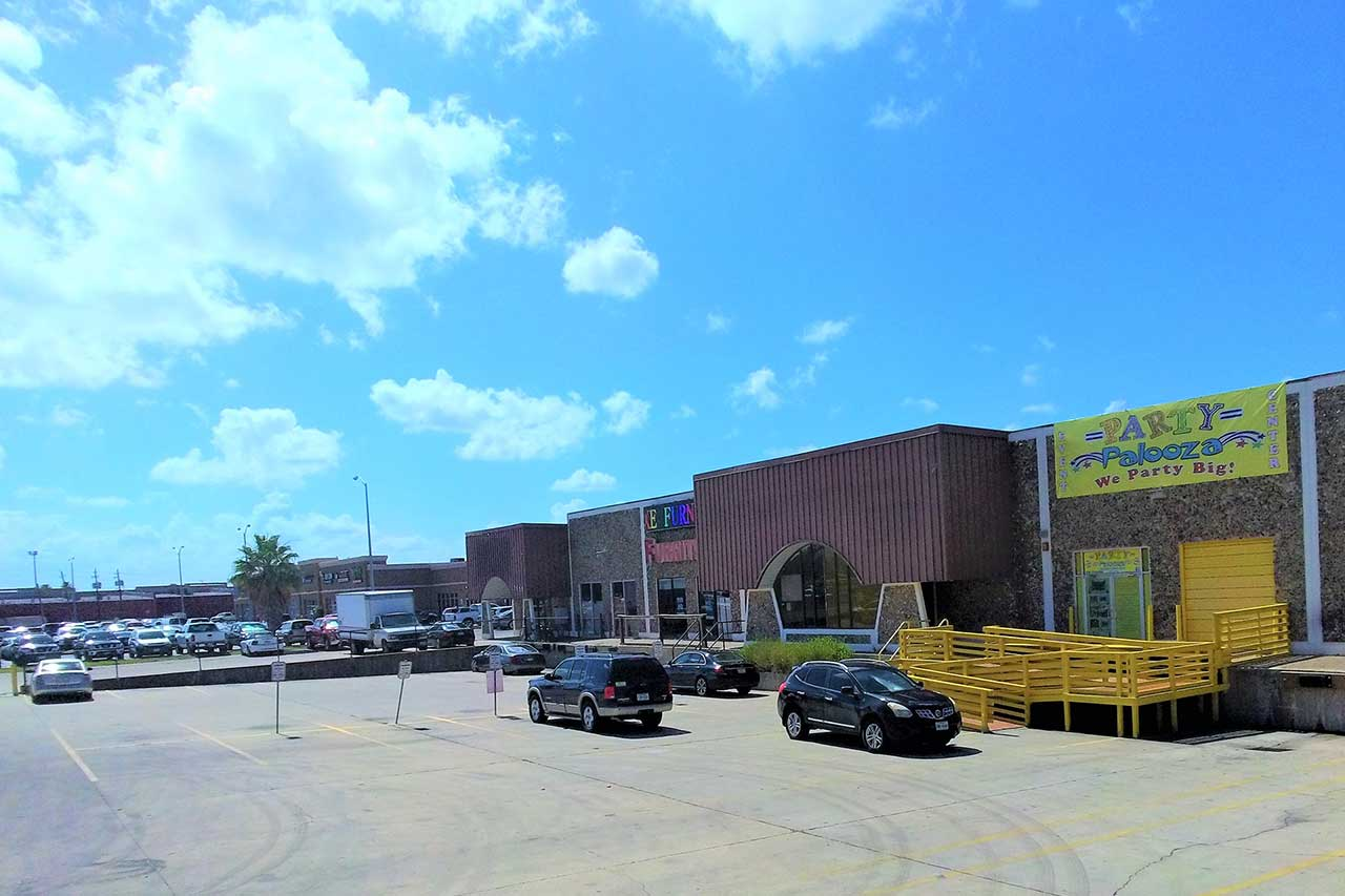 Boca Chica warehouse & retail space for lease in Brownsville Texas